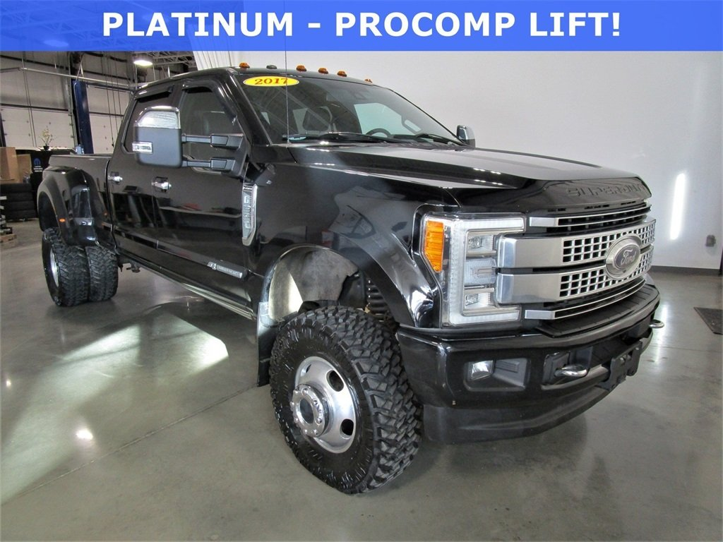 Pre-Owned 2017 Ford Super Duty F-350 DRW Platinum